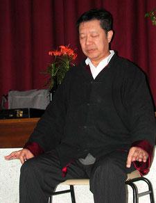Meister Li Zhi Chang: Qi Gong Grossmeister und Arzt der Traditionellen Chinesischen Medizin