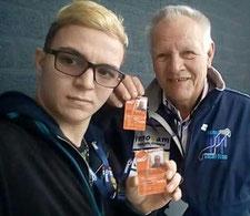 Roy en Willem met hun behaalde licentie