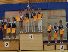Mini-Mannschaft auf Platz 1: Madeleine Remmert, Luis Hagen, Paul Meinert und Florian Bahr (v. l.)