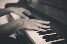 Klavier üben, Tasten, Hände