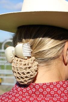 Mit Westrernhut und Haarnetz zünftig in die Prüfung