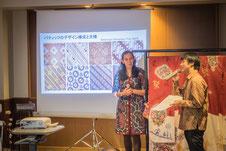 バティック博物館の職員マリア・カルメリアさんによるバティックのプレゼンテーション