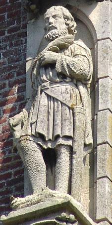 Sur la base du clocher de l'église de Fleury