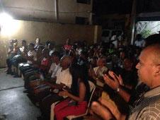 Los dirigentes presentes en el acto aplauden al próximo Alcalde del Distrito Nacional