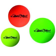 Ballon de dodge-ball fluorescent de marque Burner motion. Ballon fluo pour les jeux sportifs de dodgeball. Ballon en peu d'éléphant, léger et sécurisé à acheter pas cher.