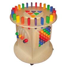 Tour géante multi-jeux avec domino, jeu de pliage, dessins, motricité enfants, triangles, toucher...Un jeu géant où se côtoient plusieurs jeux de motricité pour enfants à acheter pas cher.
