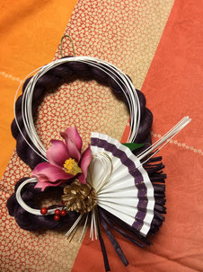 紫紙ねじり椿     サイズ:23cm×20cm  価格:2,500円
