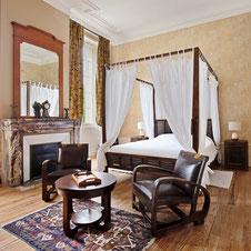 The Round Tower bedroom at Château Belle Epoque dans les Landes 40