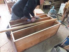 作り方も傷みも酷かった箪笥が修理を重ね良い物になっていきます。