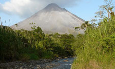 Combinado: Caminata Puentes Colgantes y Volcán Arenal