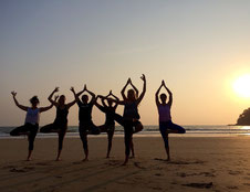 Yoga am Strand Ibiza