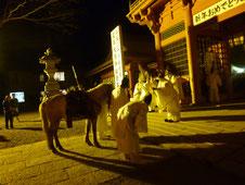 白馬祭りの様子 馬もお払いを受けます