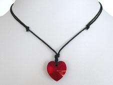 Halskette mit rotem Glasherz