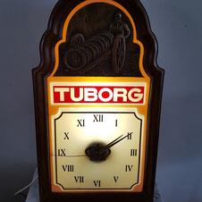 Tuborg lichtreclame met klok