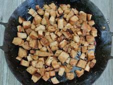 Resteverwertung: Croutons aus altem Brot