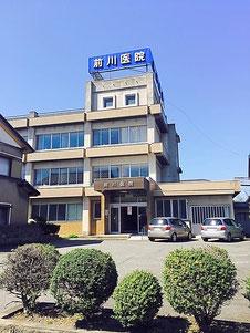 前川医院の、駐車場です。10台程度とめられる、広いスペースを確保しています。