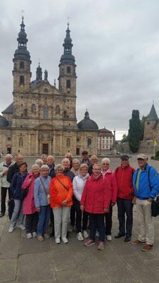 Ein Teil der Reisegruppe am Fuldaer Dom