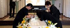 無宗教で花の葬儀「家族葬」