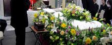 花の葬儀「サラウンド家族葬」