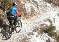 Ulli jubelt über den Panoramaweg unter der Pale di San Martino (04.11.2016)