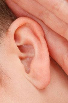 listening ear, listening during networking, active listening, curiosity, be curious, be interest, listen,