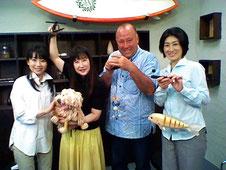 アナウンサーの山縣綾さん&キャスターのジョージ・カックルさん&岡崎真奈美さん