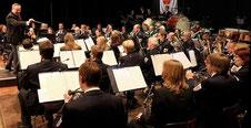 Tobias Liedtke dirigierte beim Städtischen Musikverein Erkelenz ein sehr englisches Programm. FOTO: Jürgen Laaser