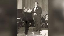 Auch Rudolf Schock sang mit Rudolf Schock im Jahr 1961 neben einem Flügel