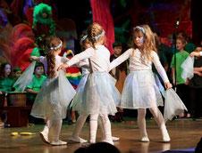 """Tanz, Gesang, Schauspiel: Das Kindermusical """"Panik im Regenwald"""" begeisterte das Publikum in der Erkelenzer Stadthalle. Der Stadtmusikbund hat dazu mit Erfolg viele Akteure zusammengebracht. FOTO: Jürgen Laaser"""