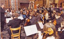 Das Sinfonieorchester der Kreismusikschule unter Leitungvon Ernest Frissen eröffnete das Konzert mit dem Concerto grosso von Arcangelo Corelli. RP-FOTO: JÜRGEN LAASER