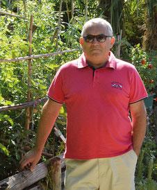 Jean Fontés, dans son jardin, à Verfeil