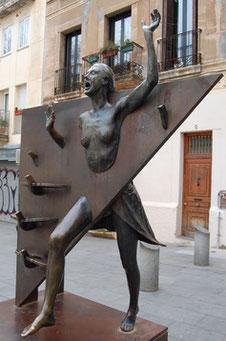 Estàtua de la Colometa, Plaça del Diamant, un dels escenaris del llibre