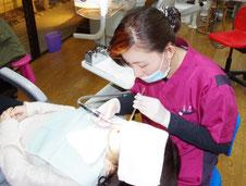 みぞこし歯科の予防クリーニングの様子