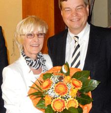 A. Vockert gratuliert Enak Ferlemann zur Wiederwahl