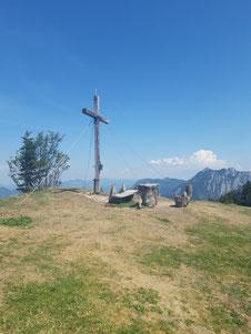 Bleckwand Gipfelkreuz, im Hintergrund Rettenkogel und Bergwerkskogel