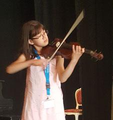 """Maya Wichert beim Concorso """"Il piccolo violino magico"""" (Foto privat)"""