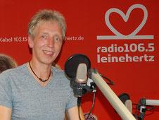 (Peer Wagener im Citystudio 1 bei radio leinehertz 106.5)