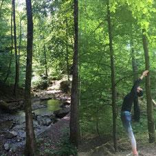 Yoga im Wald mit Aquila Camenzind
