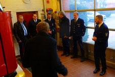 2015 Wehrführer, Gemeindebrandinspektor  Uwe Witthacke, verdeutlicht Verwaltung und Bauausschuss Mängel am alten Standort