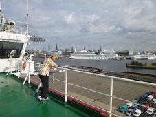 An Bord im Hamburger Hafen