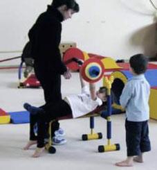 Mini banc de musculation enfants de Sarneige pour la baby gym. Matériel de banc mini-musculation Sarneige pour enfants à acheter pas cher.