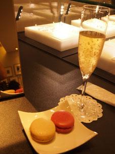 シャンパンとマカロンのサービスが♡ なんとマカロンはラデュレの^^♡わーい^^  シャンパンはダーさんに飲んでもらいました^^
