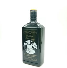 彫刻面が大きく黒い瓶なので彫刻映えます