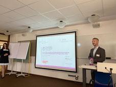 Ergänzend zur Keynote präsentierten Dr. Matthias Heuberger und Carmen Schulz erste Thesen aus dem Projekt DIGEL.   | © Foto: S. Schlitt, EKKW
