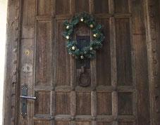 ●ドアの木材は、イングリッシュオークで、400年ほど前、ストラットフォードで使われていたものとのことです