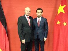 Frühlingsfest im Generalkonsulat in Frankfurt - Kurt Karst ° Generalkonsul Wang Shunqing (9.2.2018)