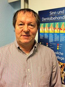 Tierarzt Dr. Friedemann Gräf behandelt vor allem Hunde und Vögel.