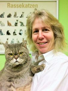 Tierärztin Dr. Frauke Brackmann-Gräf behandelt vorwiegend Katzen und Heimtiere.