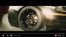 タイヤにフォーカスしているシーン(Youtube)