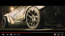 タイヤとTOYO TIRESのロゴを露出させているシーン(Youtube)